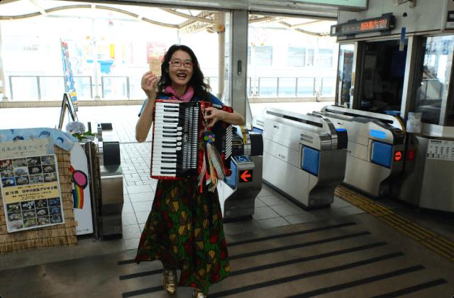 歌うように奏でるように ジャバラガールの空中散歩(2)
