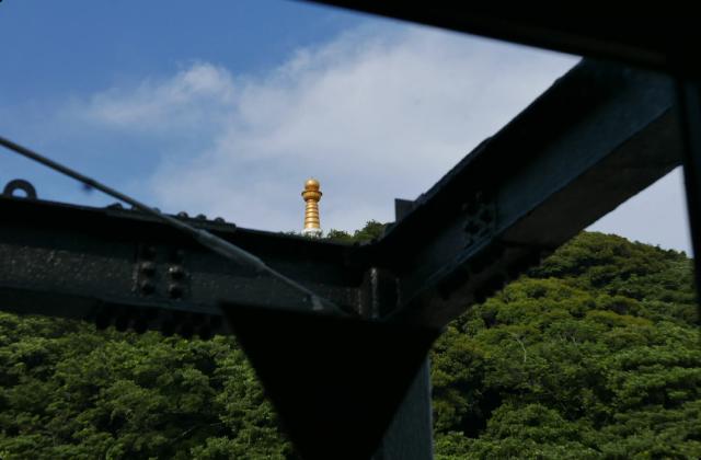 3章 黄金に輝く仏舎利塔