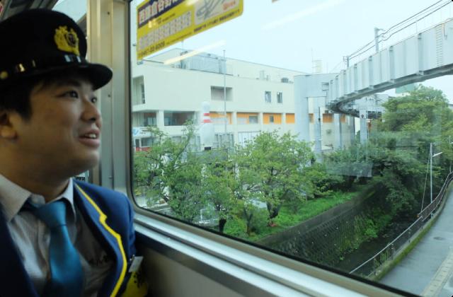 鉄道大好き芸人、レールがない鉄道に萌える(4)