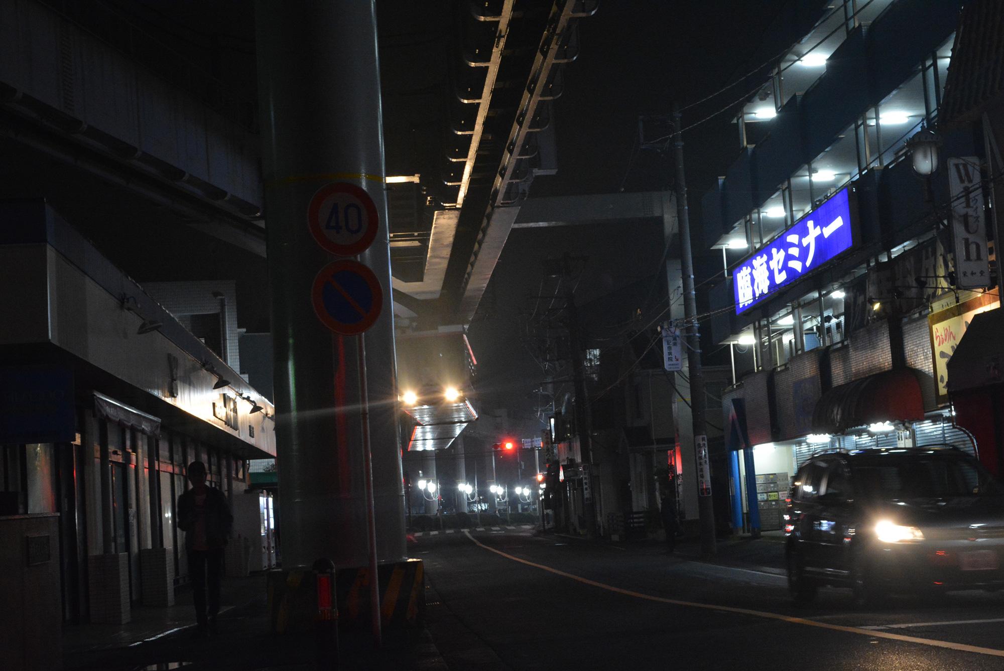夜になると湘南深沢駅は