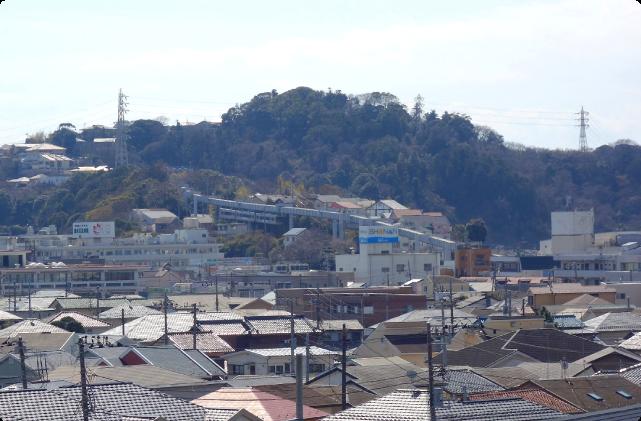 (3)モノレールが見える眺望がよい階段、個性的な階段