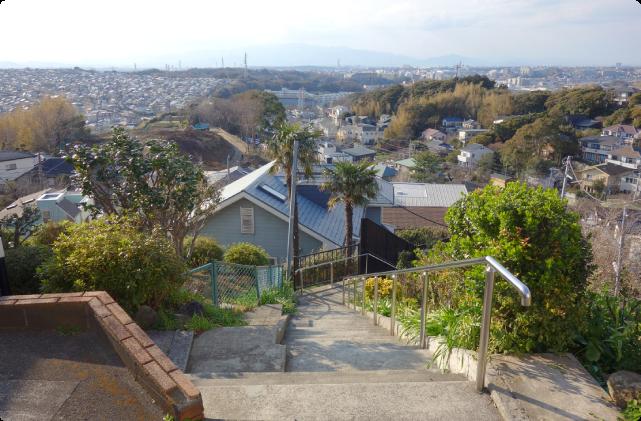 (4)鎌倉山周辺の魅力的な階段を探索する。