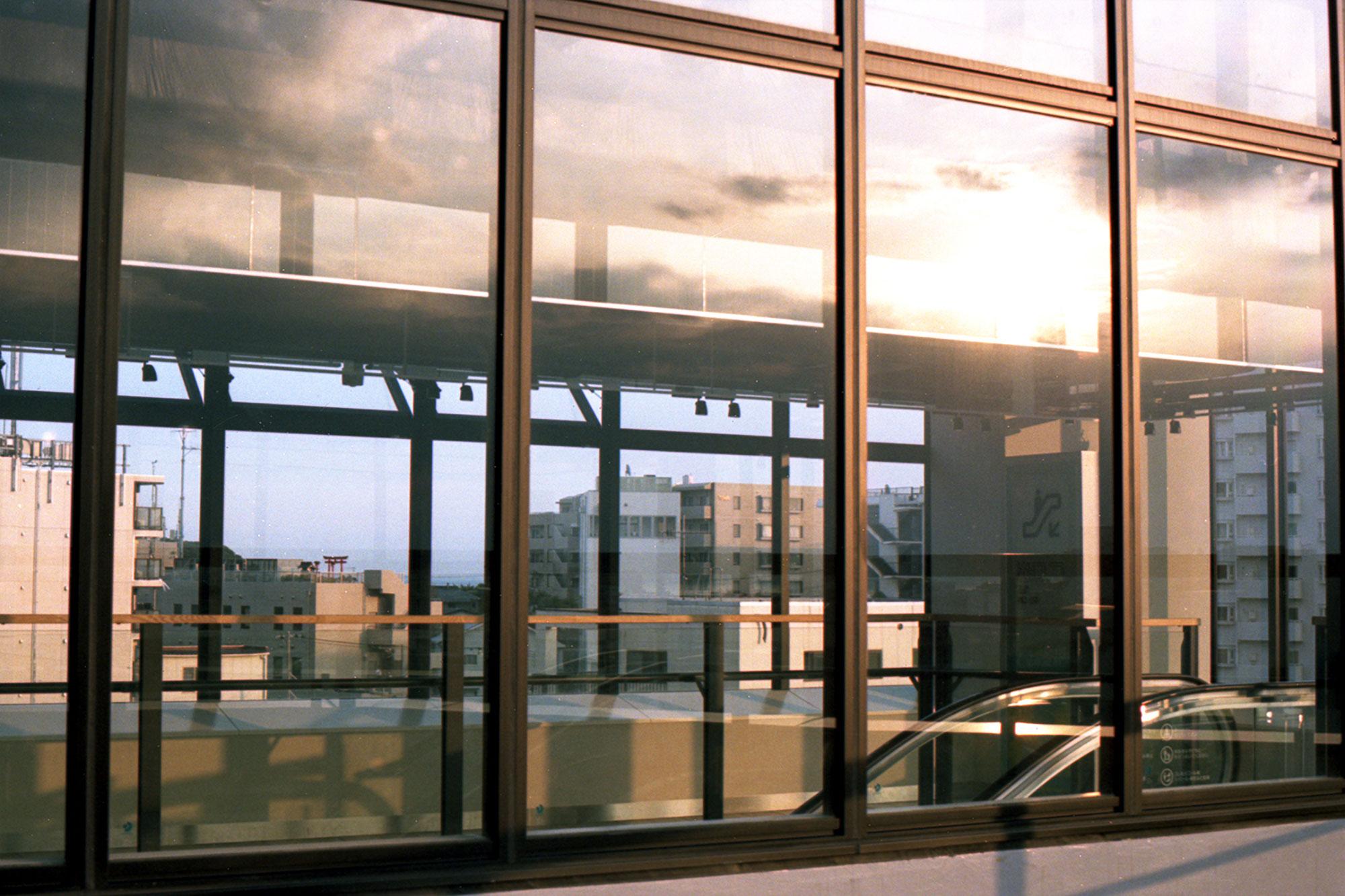 夕焼けと湘南江の島駅