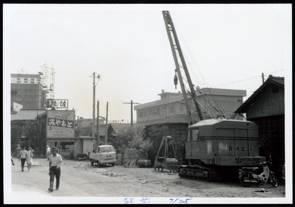 #28 大船の商店街の人々から見た湘南モノレール建設工事